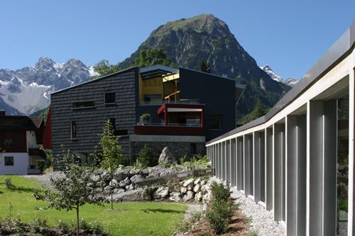 golf en design in een imposant bergdecor. Black Bedroom Furniture Sets. Home Design Ideas